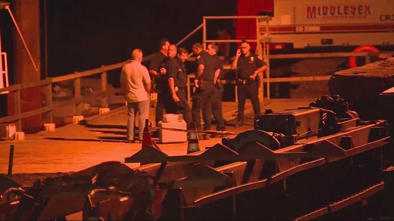 3 hurt when boat crashes into bridge