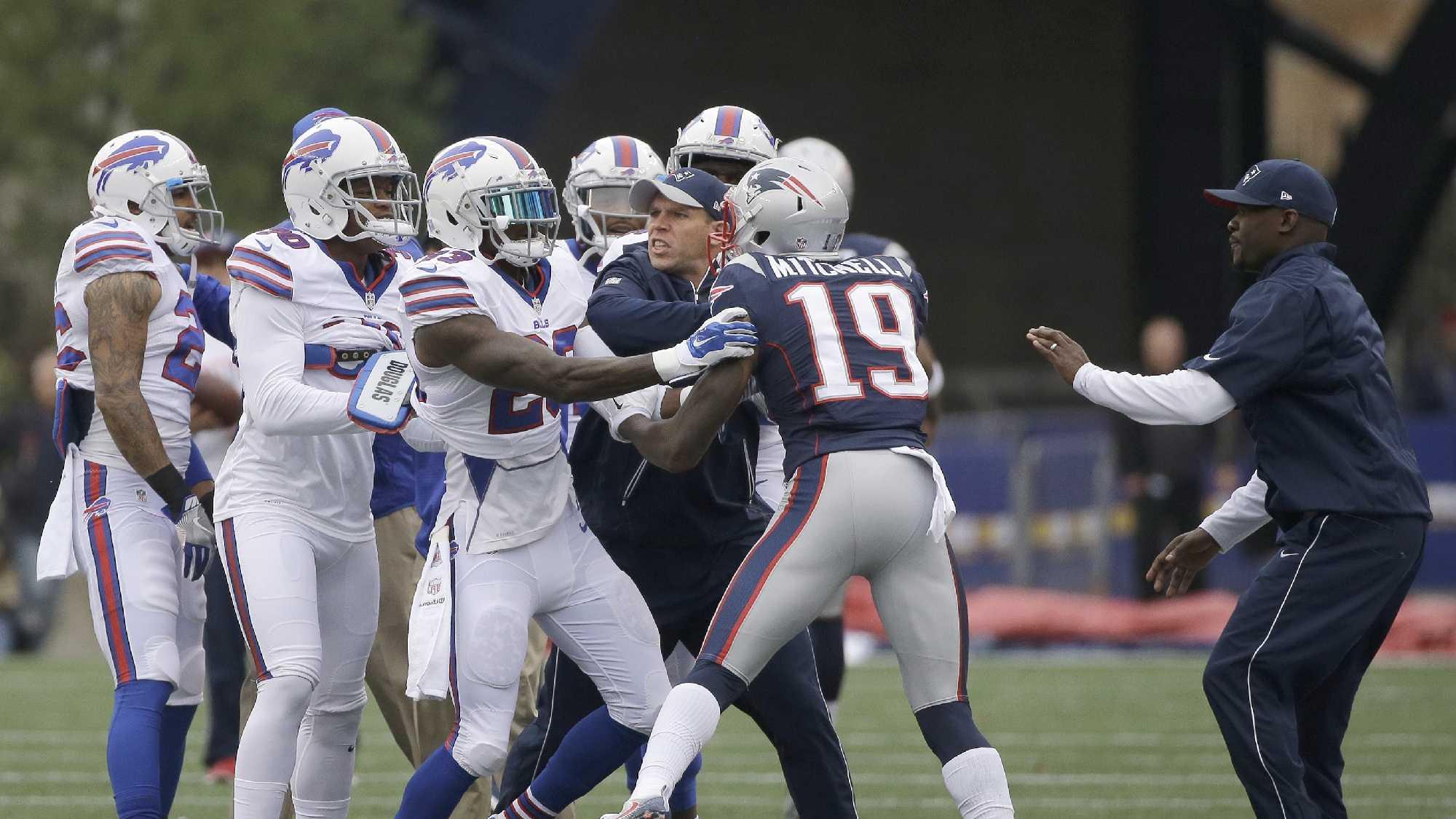 Bills Patriots shoving 1002 AP.jpg