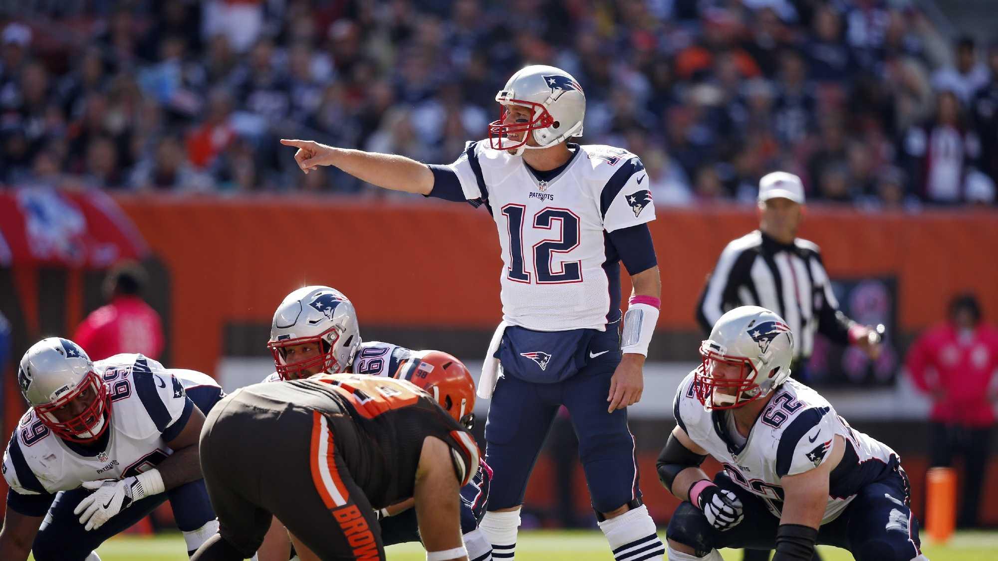 AP Tom Brady vs Browns 1009.jpg