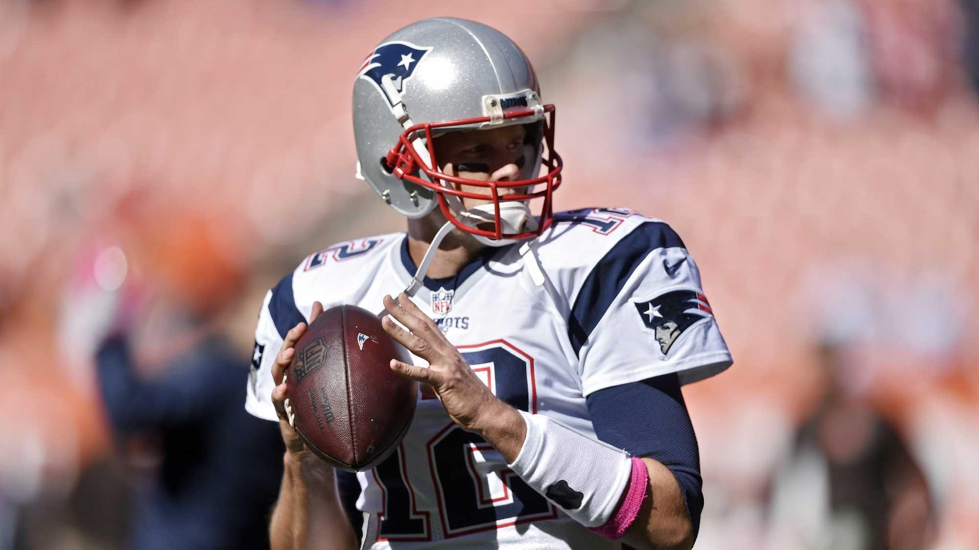 AP Tom Brady passing vs Browns 1009.jpg