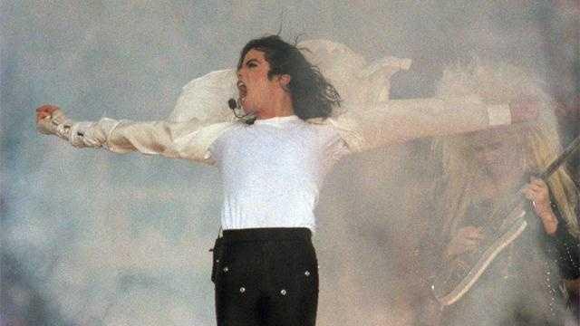 Michael-Jackson-Iconic-Phot - 19867111