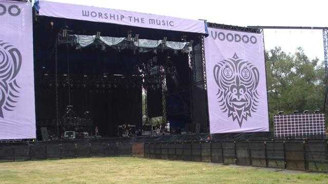 Setting up for Voodoo Fest