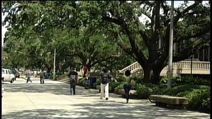 LSU generic (students walking).jpg