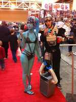 A woman dressed up as a Twi'lek alien from Star Wars.