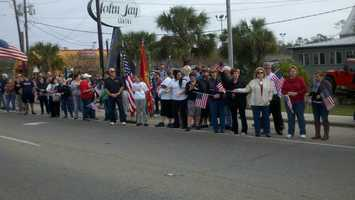 Residents in St. Tammany Parish honored a fallen marine, making his return home.