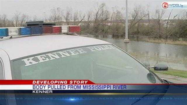 Body pulled from Mississippi River