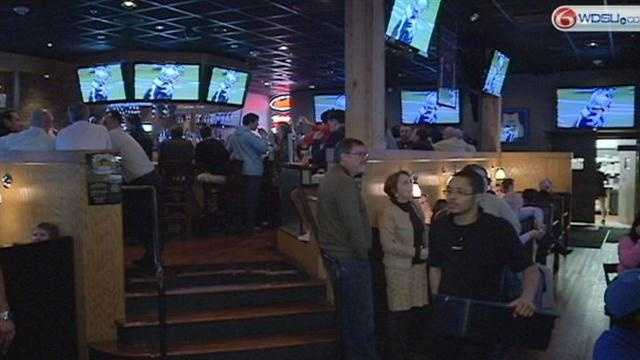Businesses prepare to cash in on Super Bowl crowds