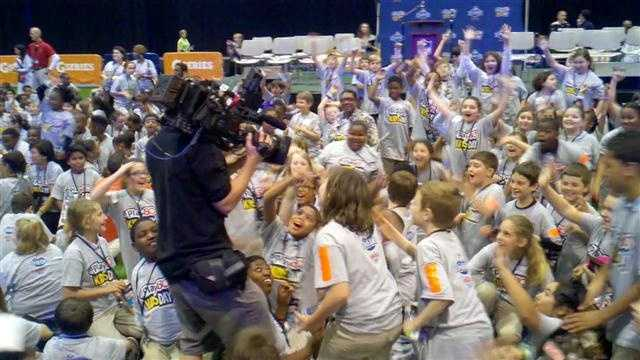 Raw Video: NFL Experience brings excited, screaming kids to Convention Center