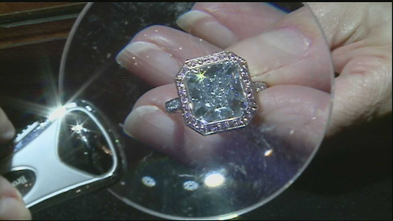 Sparkling diamond catches people's eyes in the Crescent City