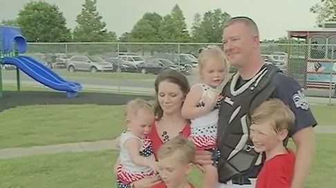 soldier surprises kids