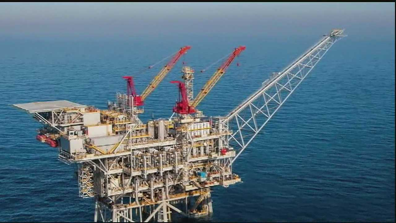Local oil rig workers working around Mideast conflict