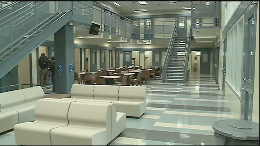 What is the differnce between the new prison system and the old?