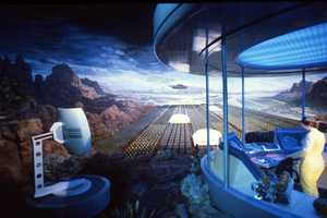 At the end of the Horizons attractions, guests could choose their own ending using a personal spacecraft, desert hovercraft or mini-submarine.