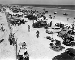 1952: Cars get ready for stock car race