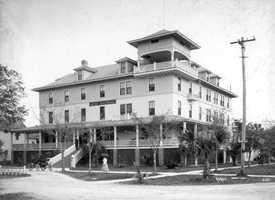 1909: Hotel Des Pland on Magnolia Avenue