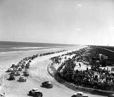 1952: Stock cars race on the beach