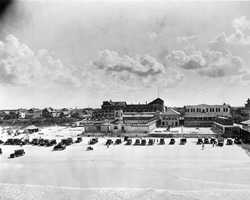 1920: Cars on the beach south of the Pier