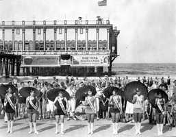 1926: A beauty contest is held on the beach near the Pier Casino