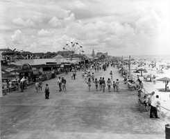 1949: The Daytona Beach boardwalk