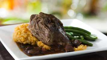 Roasted pulled pork with sautéed green beans and sweet potato mash