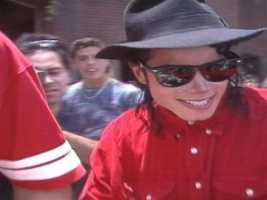 Lin Wright meets Michael Jackson at Walt Disney World. Watch the story