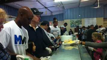 Orlando Magic players and staff helped serve up a full breakfast to those in need on Thanksgiving morning.