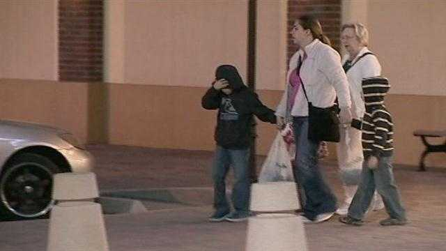 The cold weather makes for a tough night for many shoppers in Seminole County.