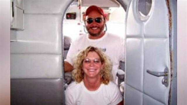 Husband, wife on board plane that crashed in Leesburg