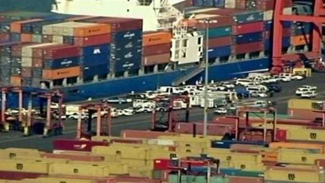 Governor discusses possible strike with port executives