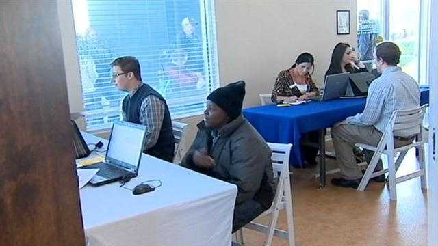 Job seekers pack SeaWorld hiring fair