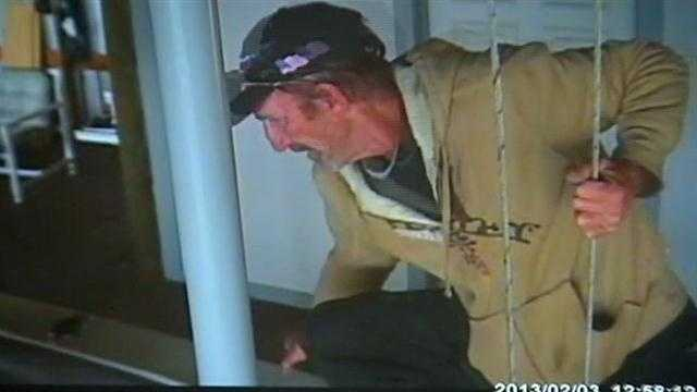 Witnesses chase down boat burglary suspect
