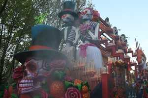 "This float is inspired by the Mexican ""Day of the Dead."""