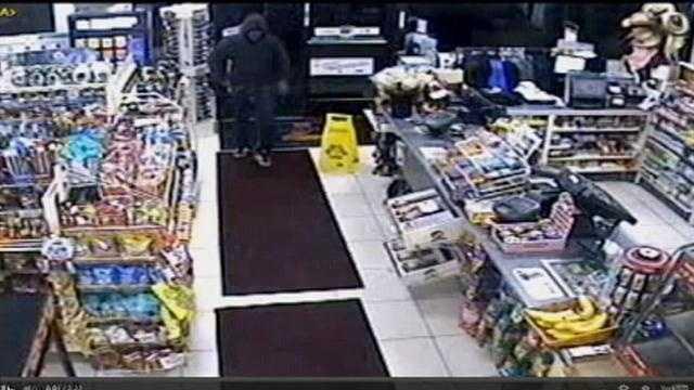 Robber terrorizes 7-Eleven clerk at gunpoint