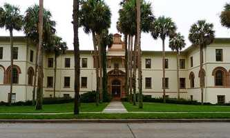 Currently, Stetson has 2,291 undergraduates that come from 42 states and 41 foreign countries.