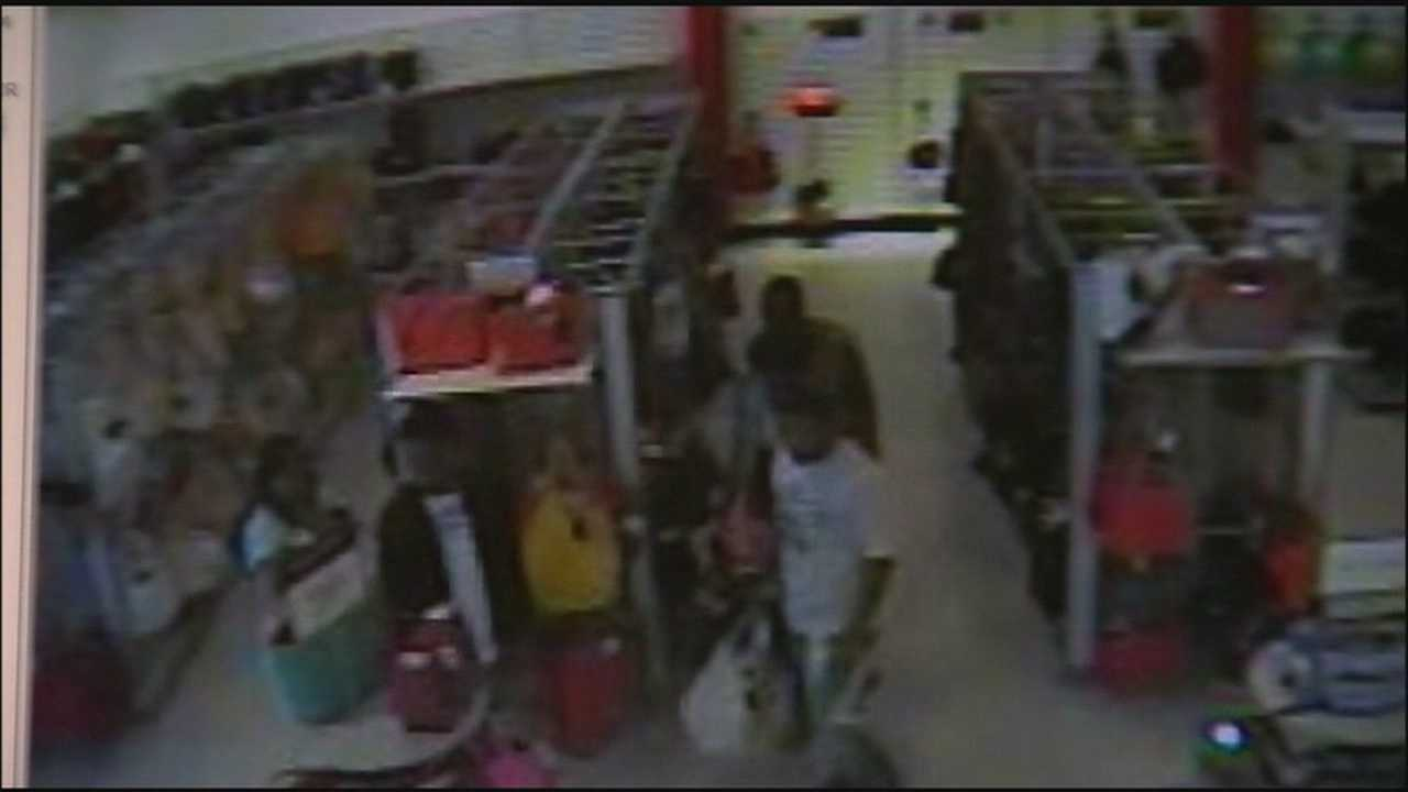 A purse-snatching ring that's been targeting the west coast of Florida has made its way into central Florida.