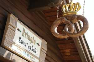 If you aren't too distracted by the treats at the Kringla Bakeri Og Kafe then you probably knew where to find the pretzel crown.  It's located in the Norway pavilion and includes such treats as Skol Bread, strawberry shortcake, cloudberry-filled horn and a sweet pretzel.