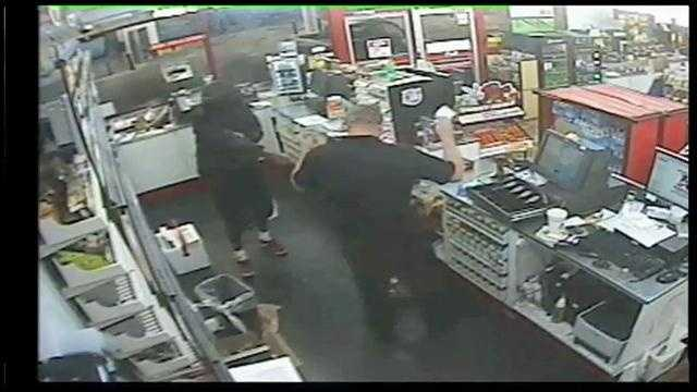 Cash, cigarettes stolen in Kangaroo gas station robbery