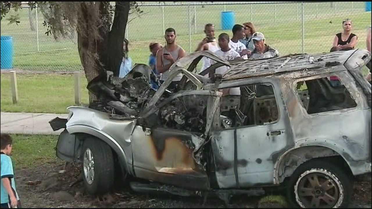 Flames engulf SUV after crash&#x3B; 2 dead