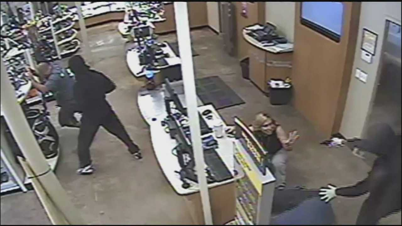 An Apopka pawn shop was hit by violent robbers overnight, and now police investigators are looking for them.