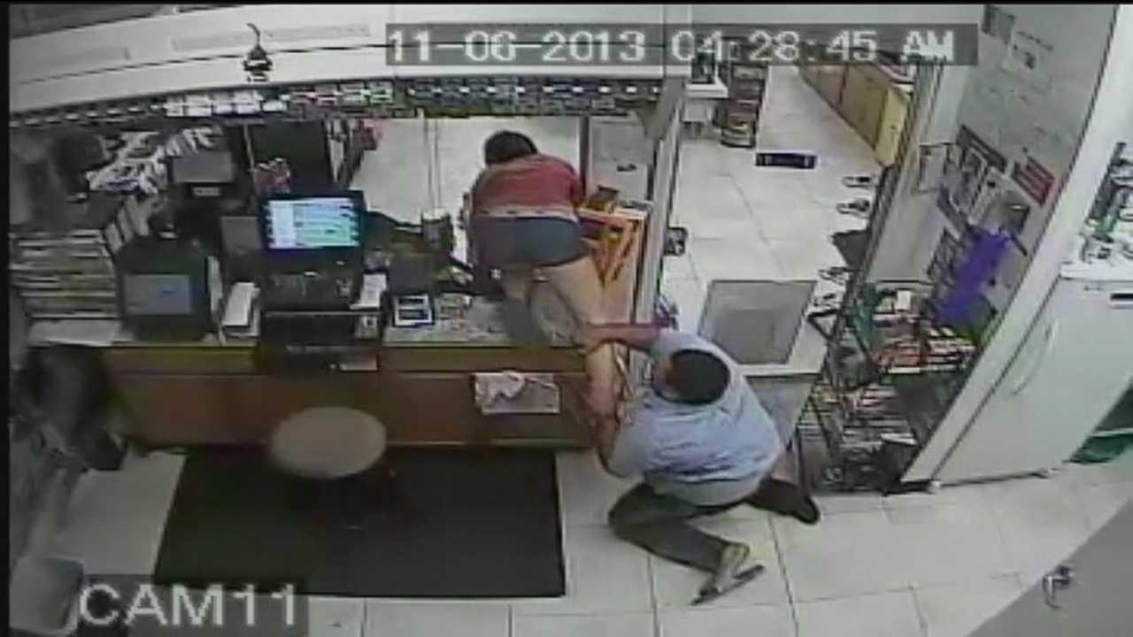 Caught on camera: Woman eludes gas station clerk, leaves flip-flop behind