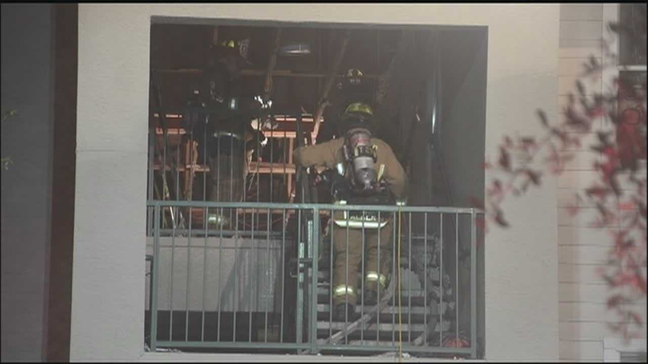 Fire forces out families from 12 apartments