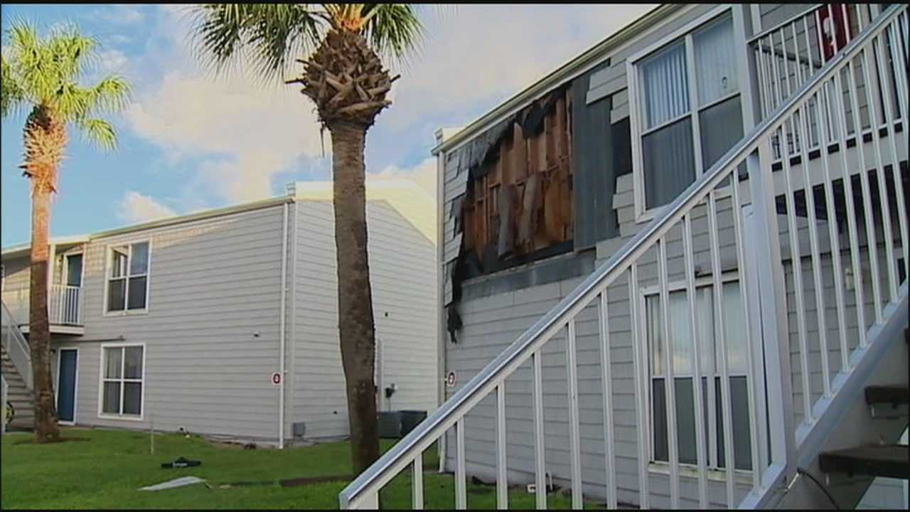 People living in a Daytona Beach apartment building are cleaning up from storm damage overnight.
