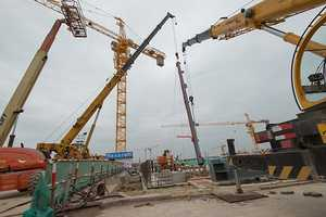 The first steel column at the Shanghai Disney Resort was installed on Thursday.