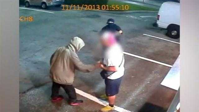 Raw video: Robbers hold up food truck on International Drive