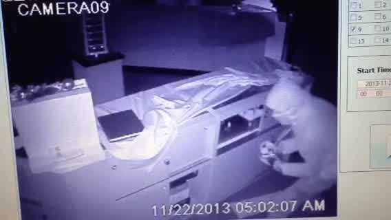 Surveillance video: Thieves hit Melbourne jewelry store