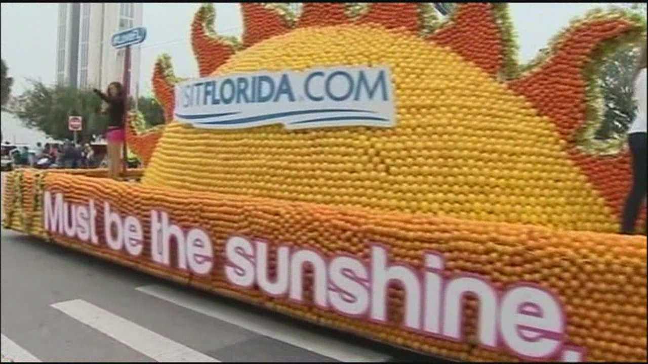 Thousands line streets for Citrus Bowl Parade