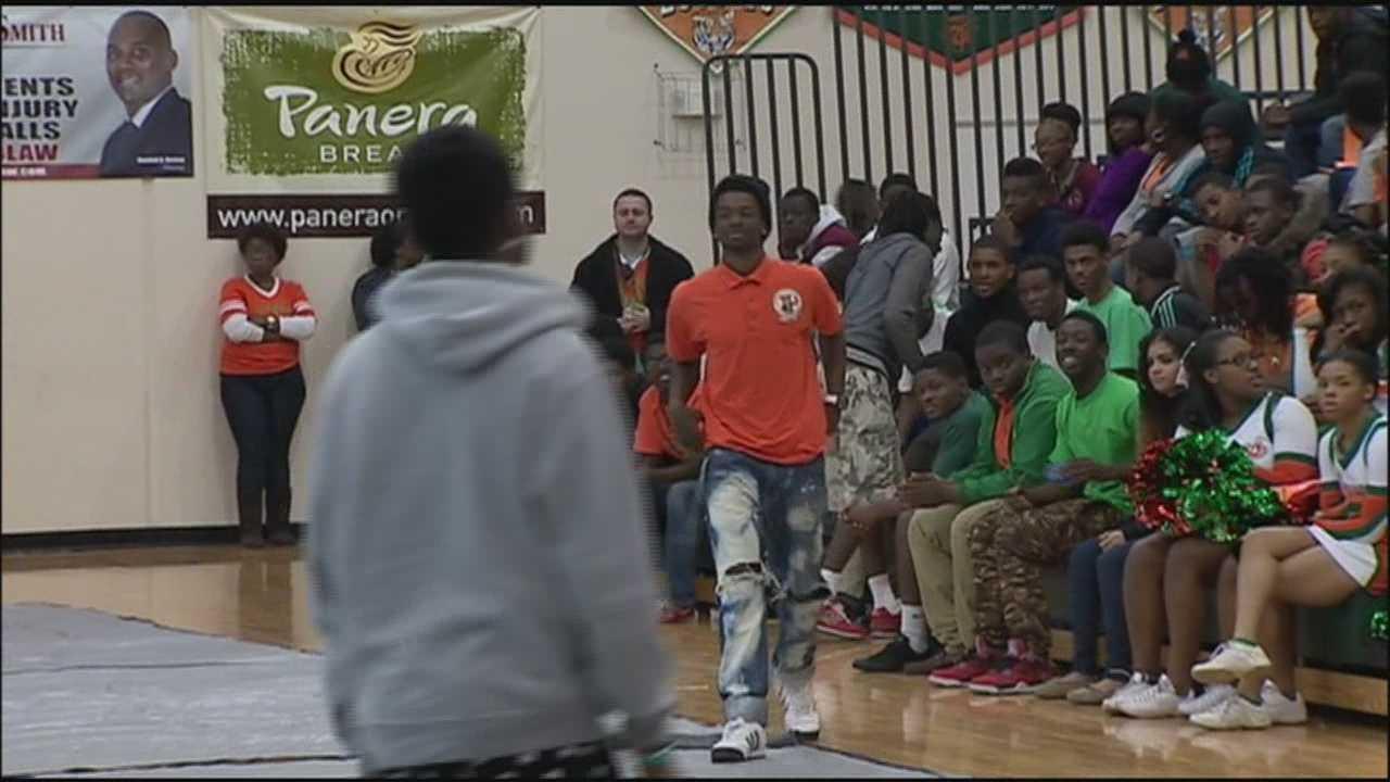 Jones High School celebrates 'B'