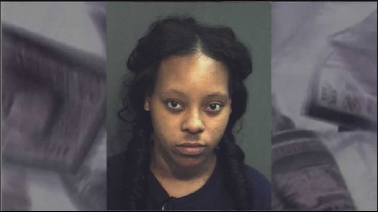 Ocoee police say a Walmart cashier used her job to pass counterfeit money.