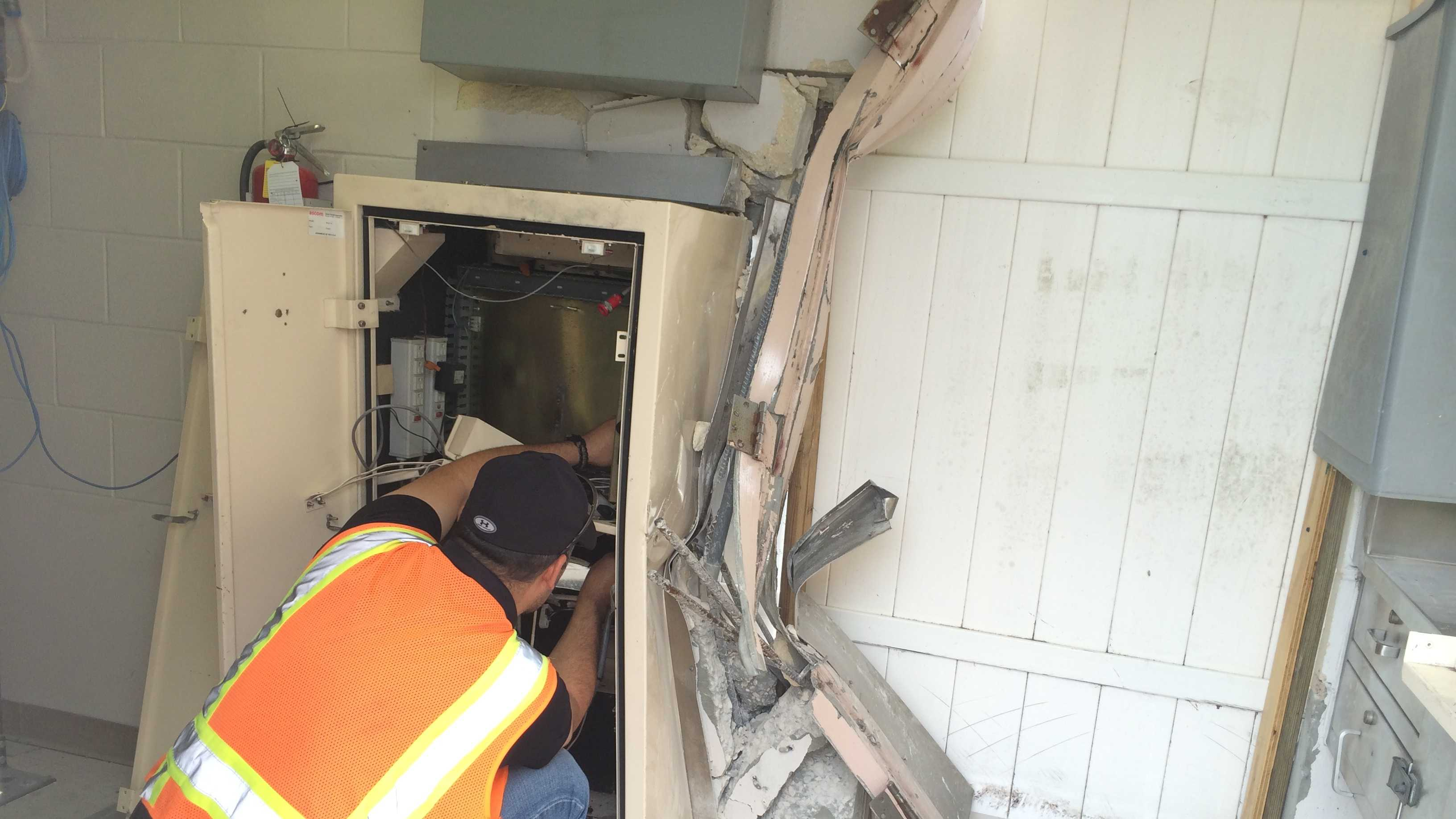 A thief smashed their car into the bill-changing machine at a southbound toll plaza on State Road 417 and stole the machine, authorities said.