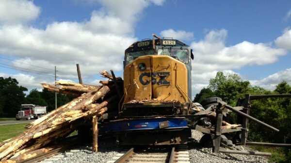 Train hits logging truck in Plant City (2).jpg
